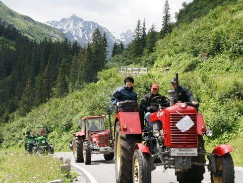 Das 4. Montafoner Traktorentreffen führt die Telnehmer u. a. auf die Bielerhöhe.