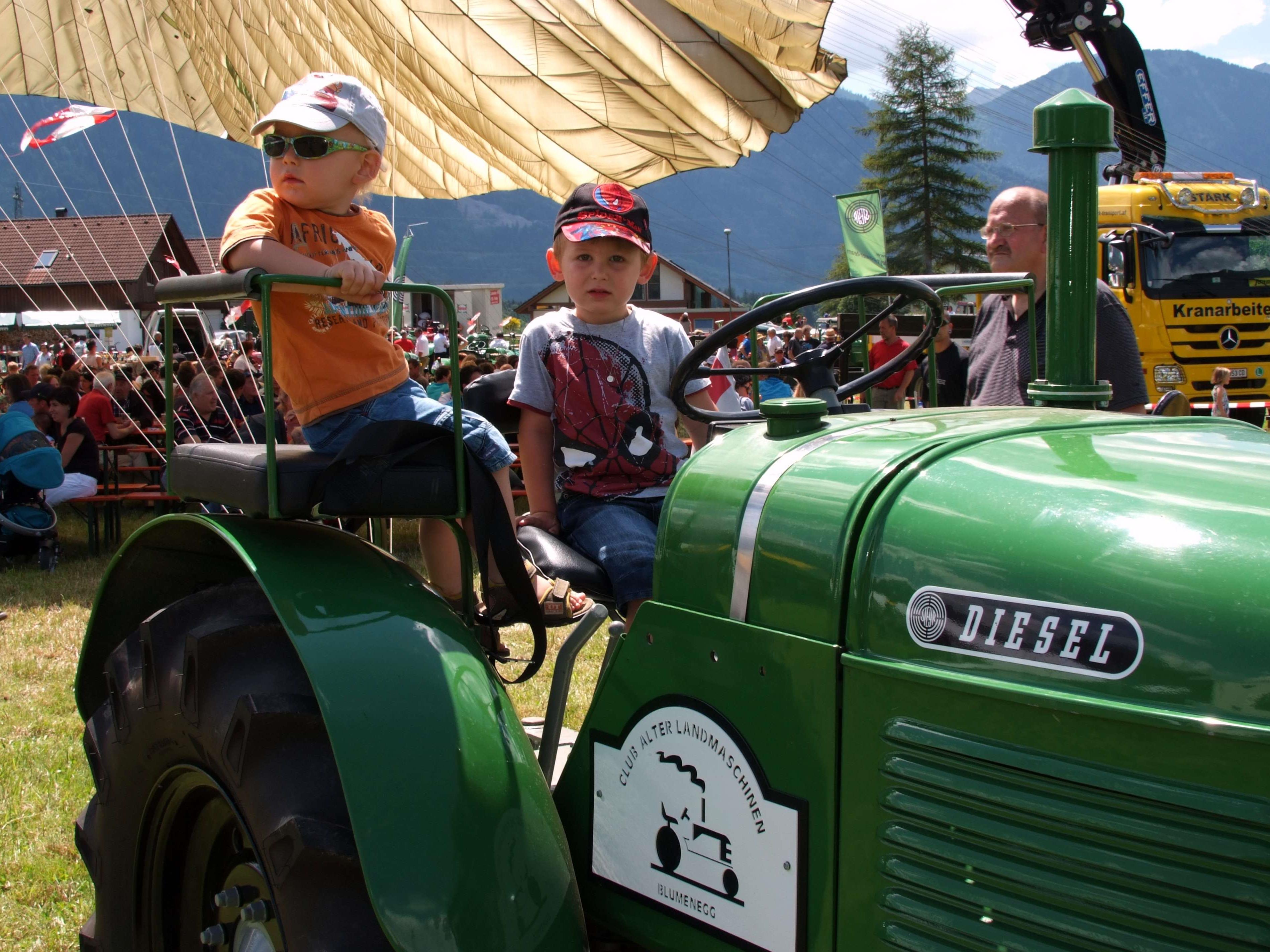 Der Club alter Landmaschinen lädt am Wochenende zum Treff unter der St. Annakirche.