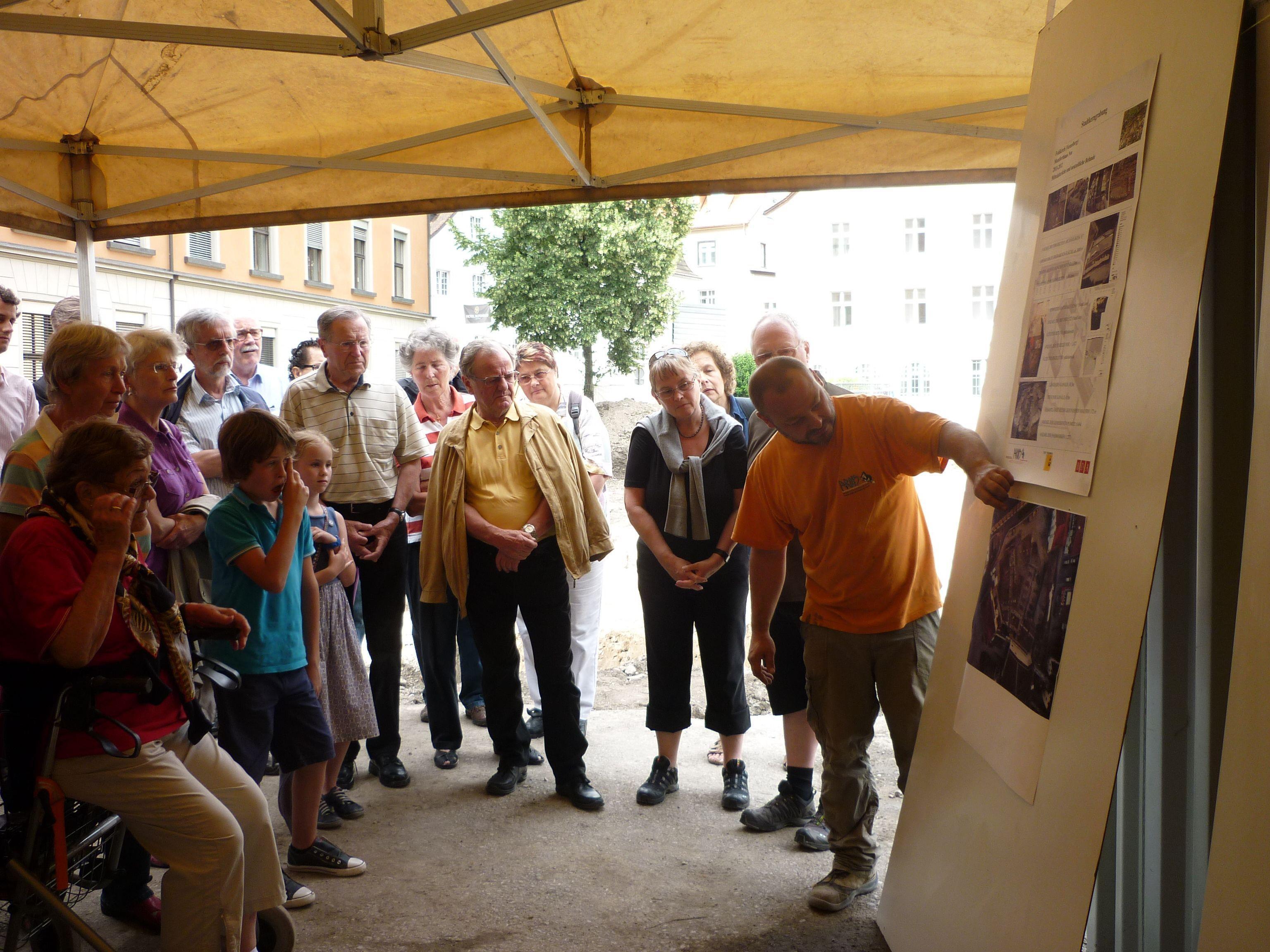 Die Archäologen präsentierten ihre Arbeit und die Ergebnisse der Grabungen den Besuchern.