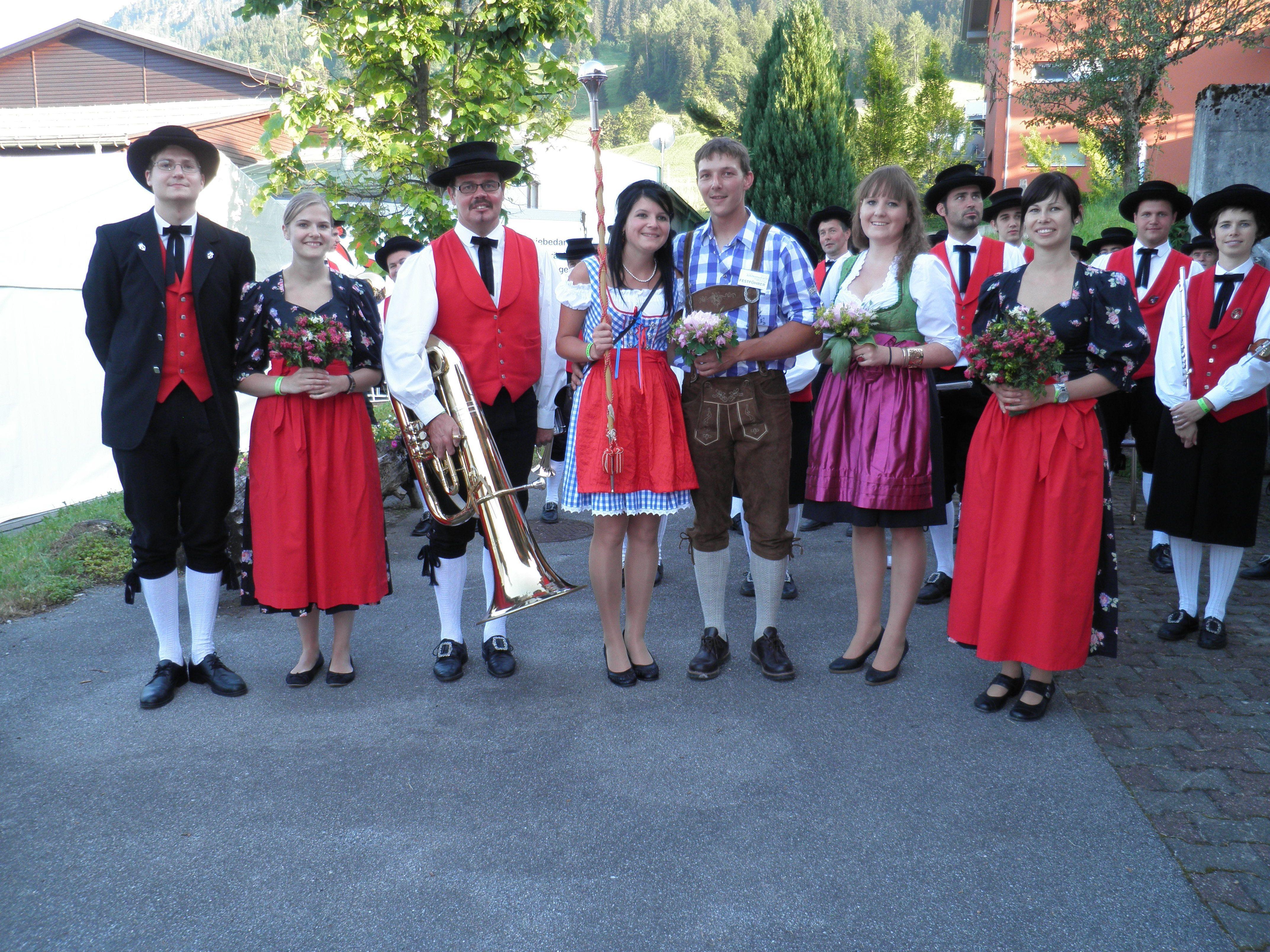 Festf. Bernhard   mit den Fesatdamen und dem MV St.Gerold