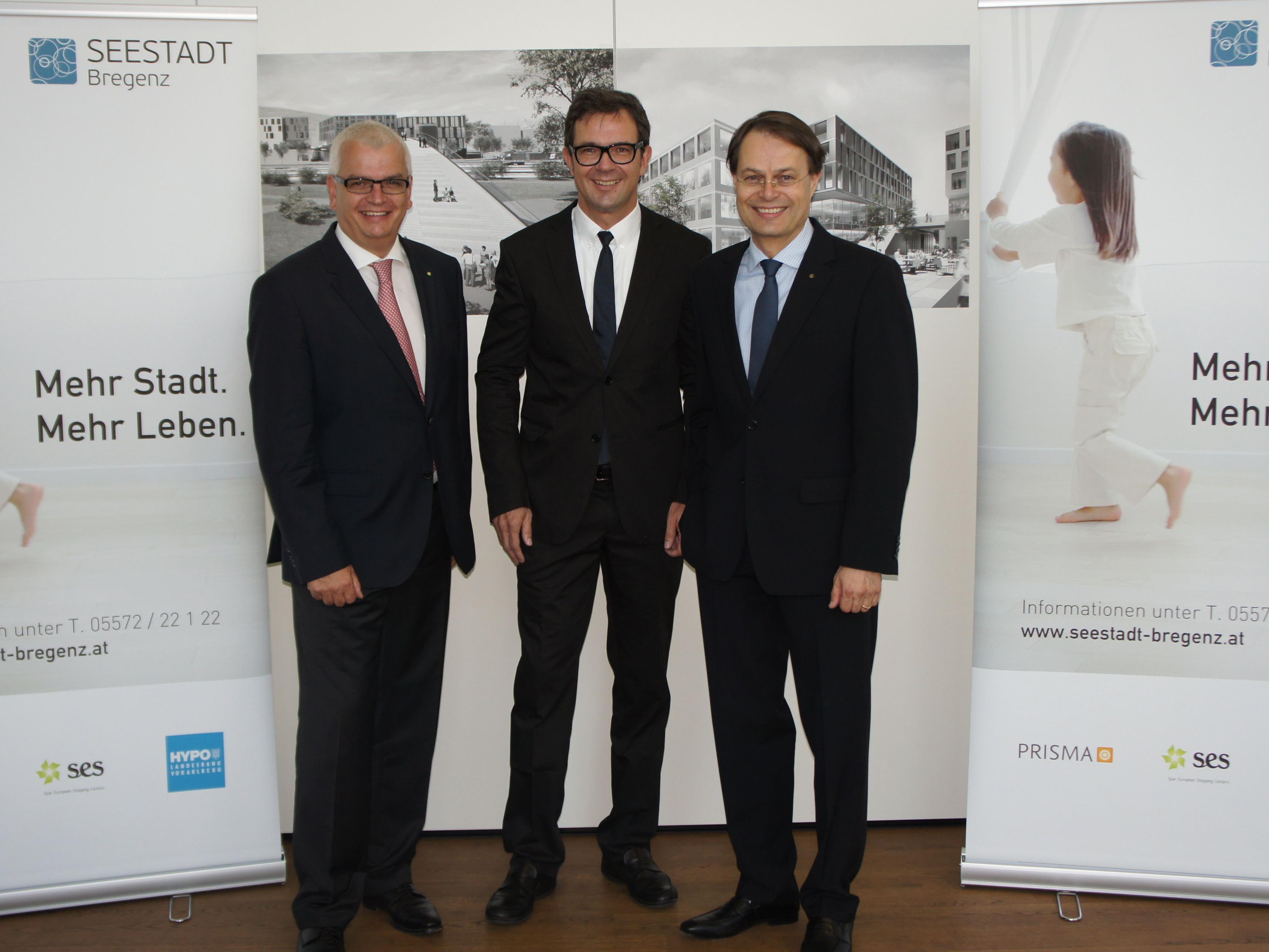 von links nach rechts: Mag. Marcus Wild (Vorsitzender der Geschäftsführung SES Spar European Shopping Centers GmbH), DI Bernhard Ölz (Vorstand PRISMA Unternehmensgruppe), Dr. Gerhard Drexel (Vorstandsvorsitzender SPAR Österreich).