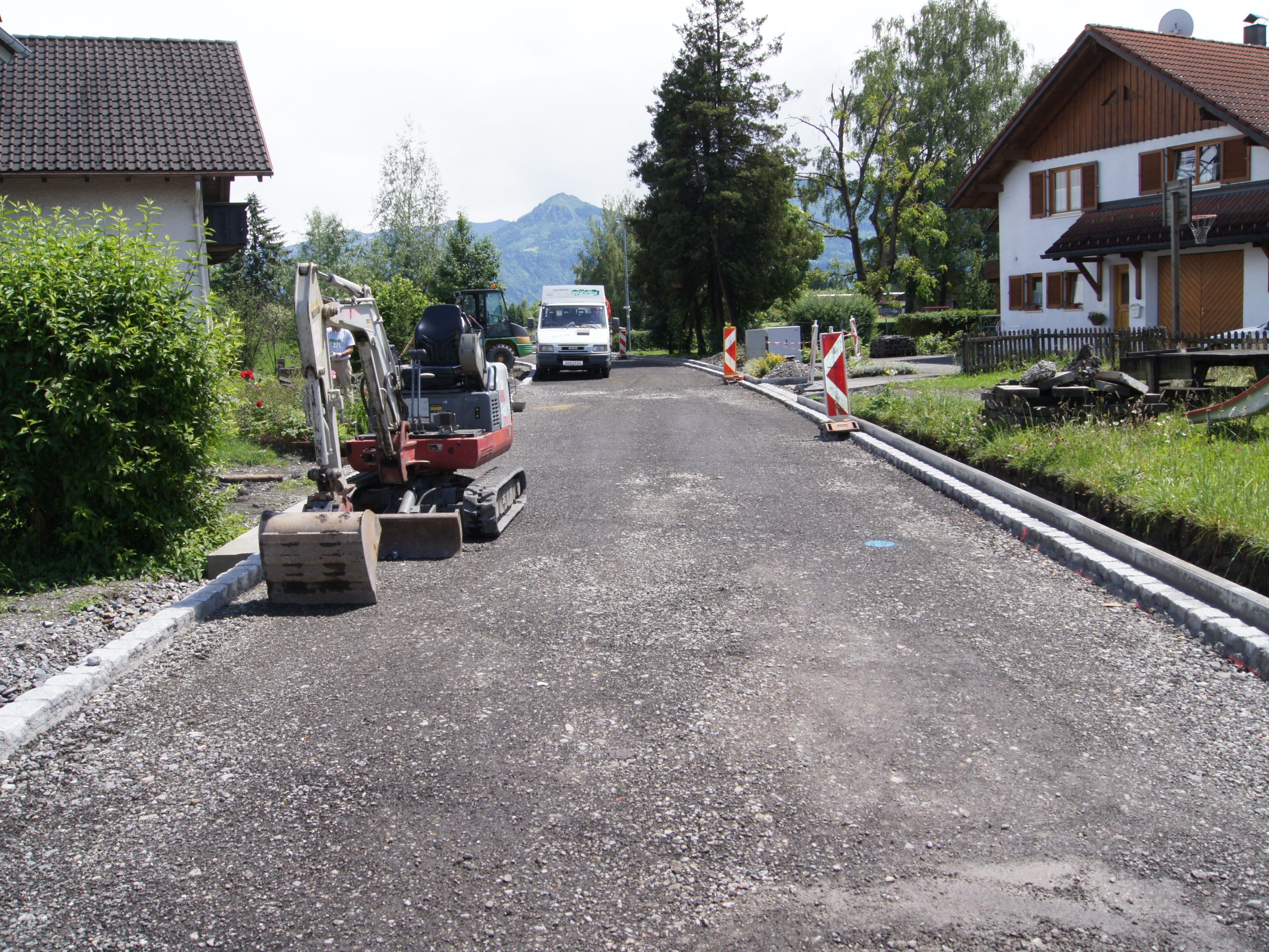Nach Abschluss der Kanalisierung werden die letzten Arbeiten vorgenommen.