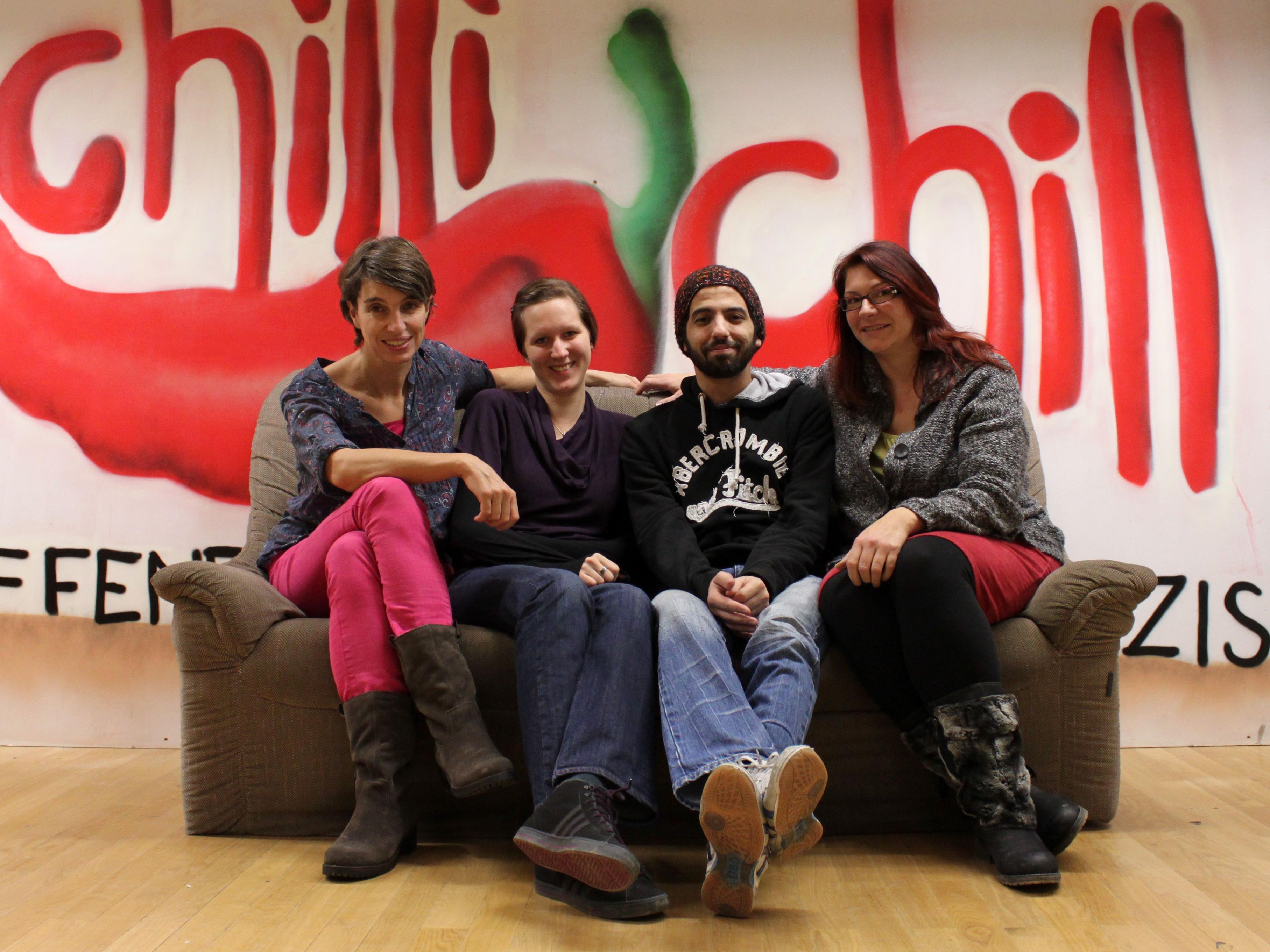 """Das Team vom OJA Götzis arbeitet gemeinsam mit den Jugendlichen am Jugendsozialarbeitsprojekt """"Space Act"""""""