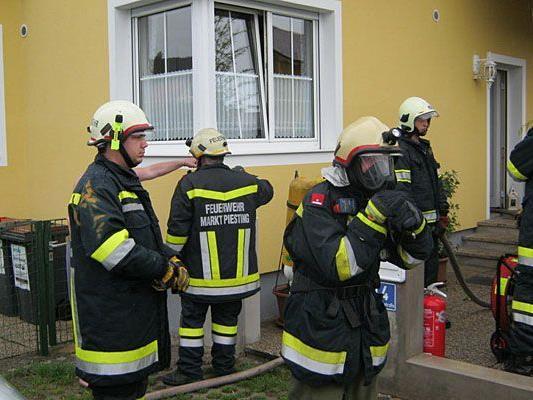 Vor Ort wappneten sich die Einsatzkräfte zum Löschen des Thermen-Brandes