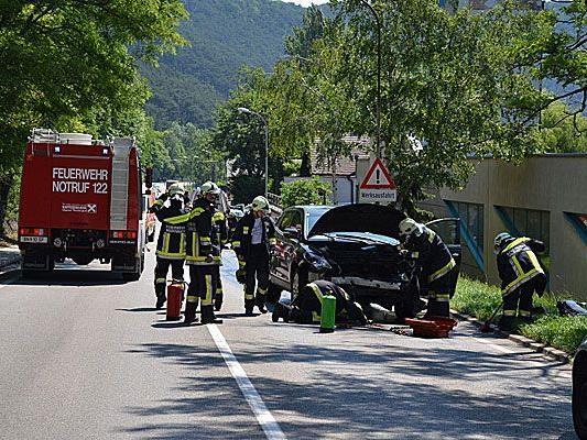 Beim Unfall in Baden stießen zwei Fahrzeuge frontal zusammen