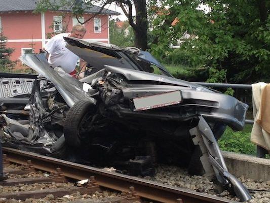 Der Zusammenstoß mit dem Zug in Wiener Neustadt forderte ein Todesopfer
