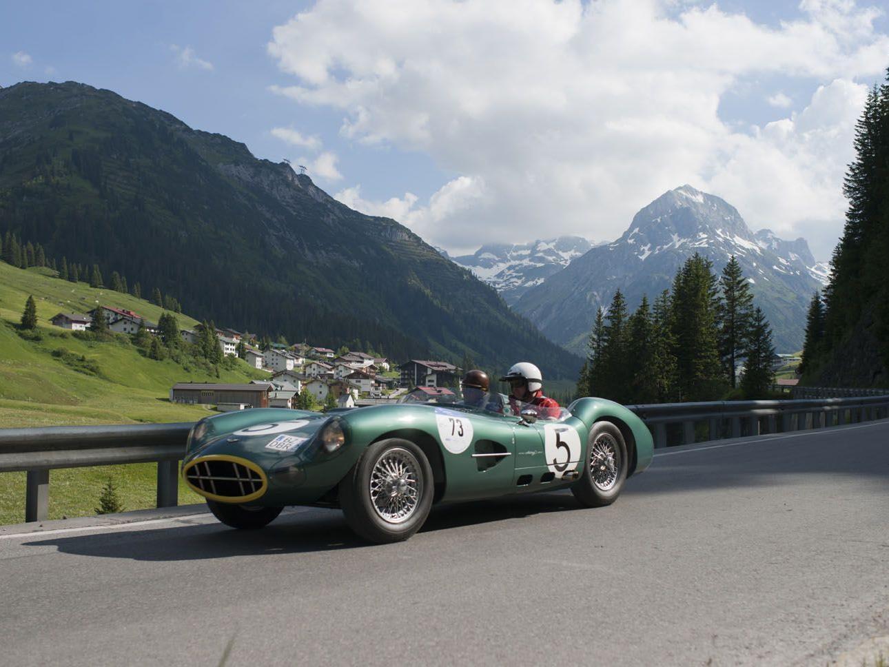 Gleichmäßigkeitsprüfung der Arlberg Classic Car Rally - Streckensperre notwendig.