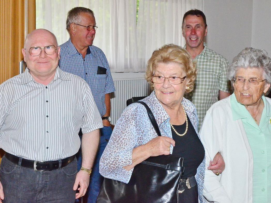 Ehrenobmann Manfred Schuler führte die Interessenten durch das Haus.