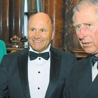 Der britische Thronfolger mit Festspielpräsident Hans-Peter Metzler und seiner Frau Antje.