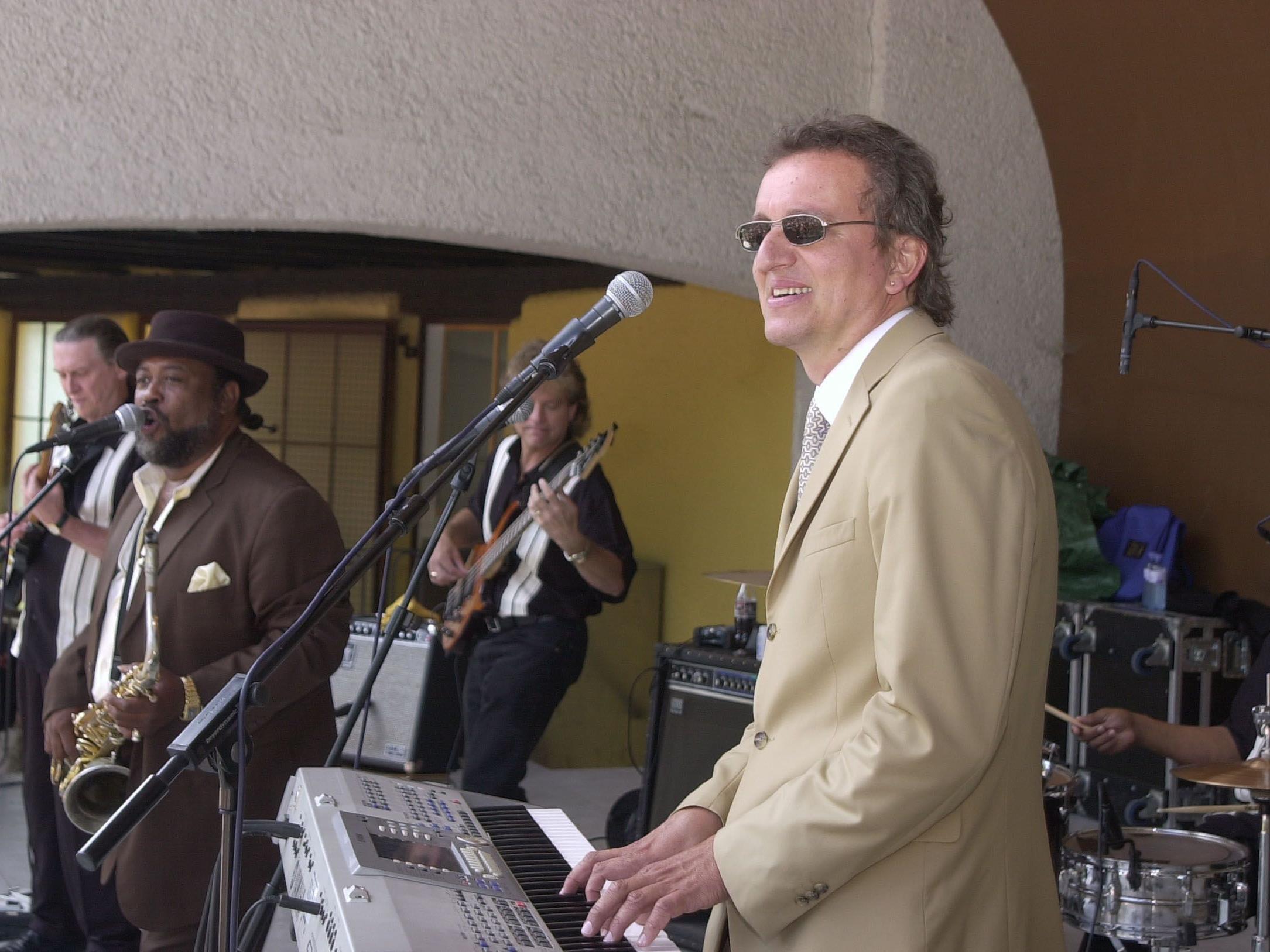 Festivalleiter Markus Linder bei einem seiner Auftritte mit Chucky C. Elam.