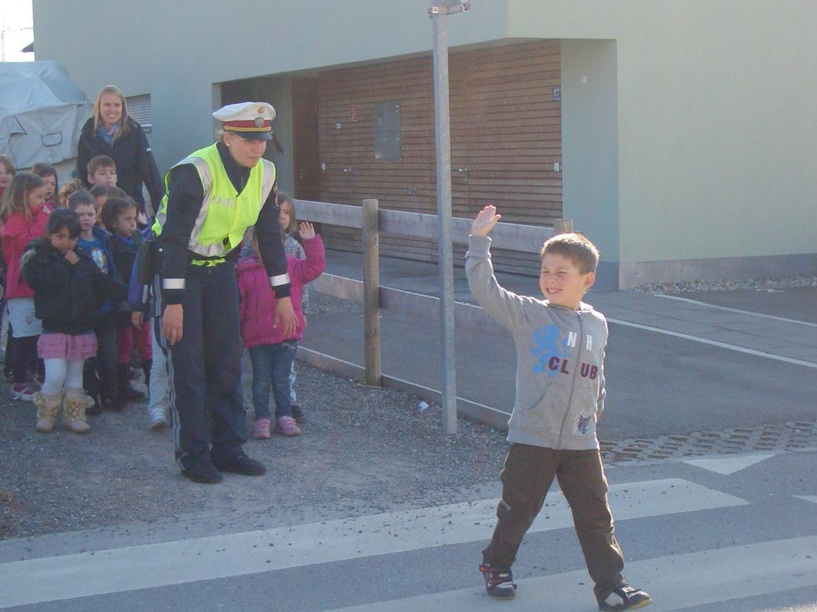 Polizeiinspektorin Katja Gargitter lehrte die Kinder Verkehrserziehung.