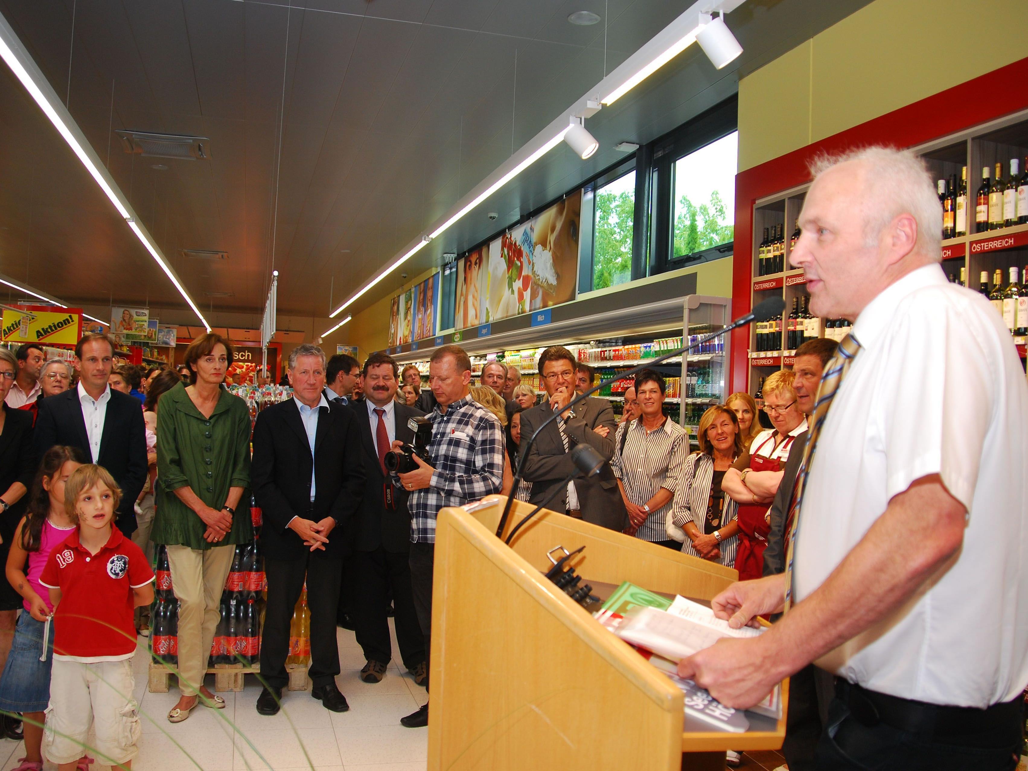 Günter Lindner bei der Eröffnung seines neues Spar-Supermarktes.