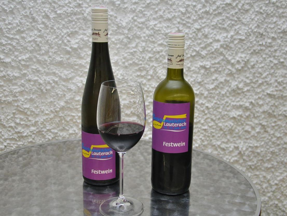 Die Bürgermusik hat einen eigenen Festwein für die Festwirtschaft ausgesucht und etikettiert.