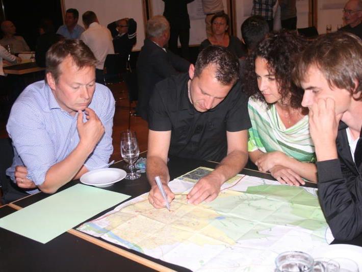 Engagiert wurden von den Interessierten Ideen, Anregungen und Wünsche zu Papier gebracht.