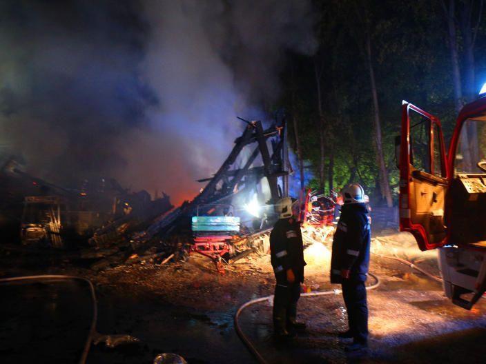 Ein Großbrand im Pötzleinsdorfer Schlosspark hat eine Stallung verwüstet