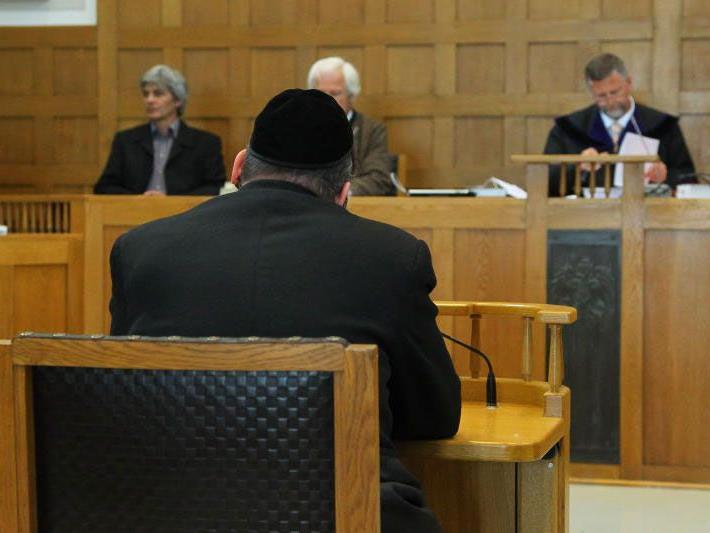 Betrugsprozess am Landesgericht Feldkirch - ein Jahr bedingte Haft für 52-jährigen Amerikaner.