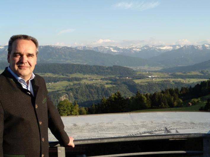 Tourismus-Obmann Helmut Blank nimmt das Mai-Ergebnis so wie seine Kollegen mit einem Schmunzeln zur Kenntnis.