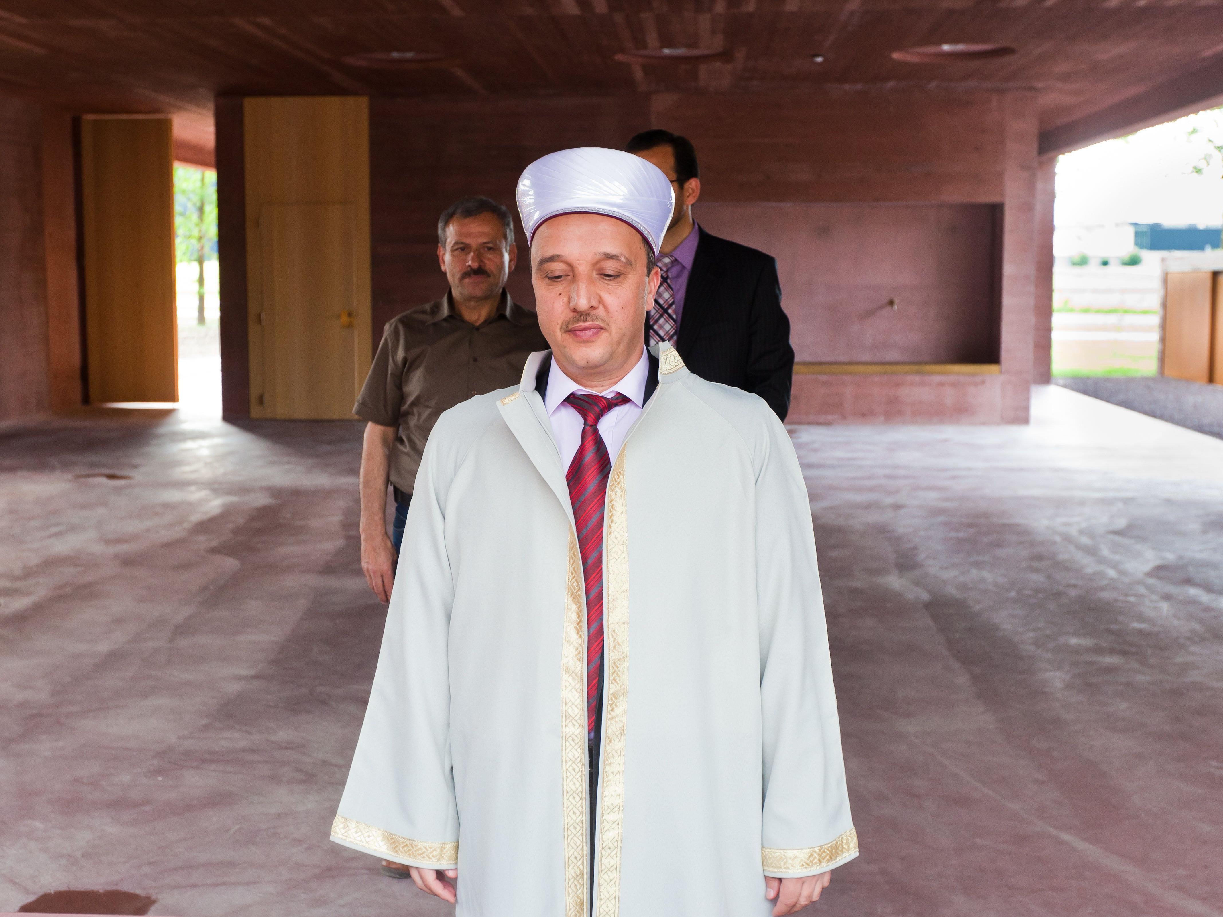 Ali Can und seine Tochter betreuen den islamischen Friedhof.