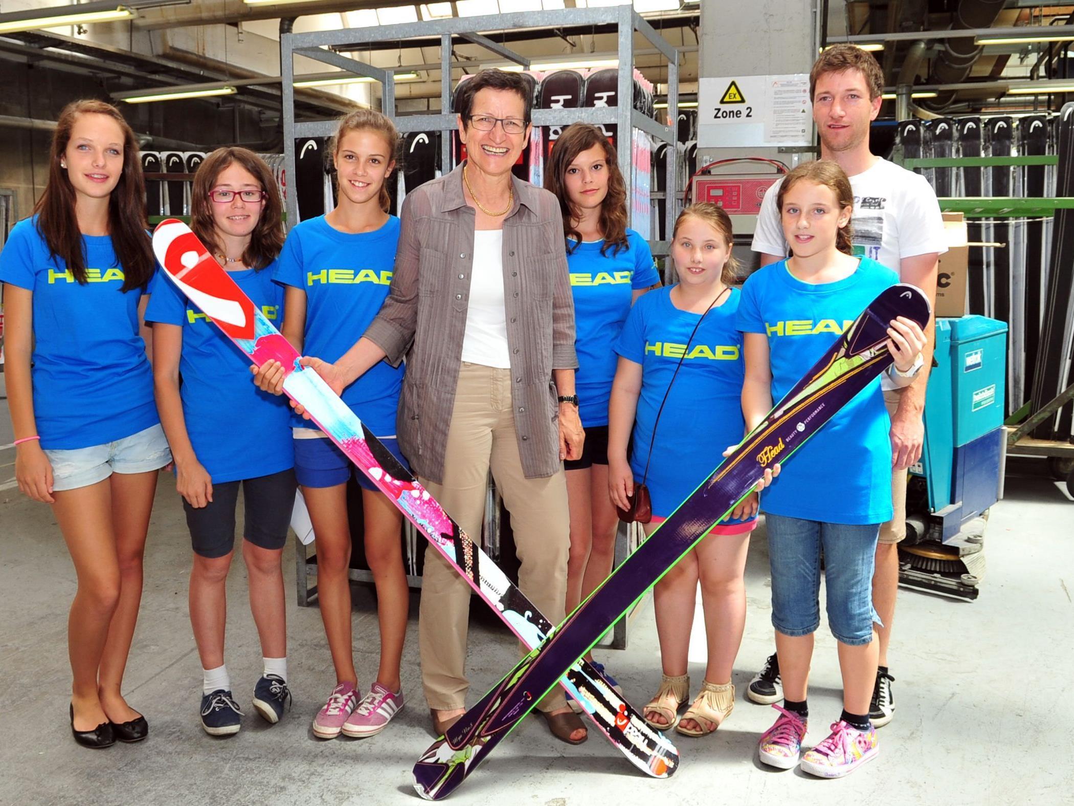 """Landesrätin Schmid freut sich über die erneute große Beteiligung von interessierten Mädchen und Unternehmen am """"girls day""""."""