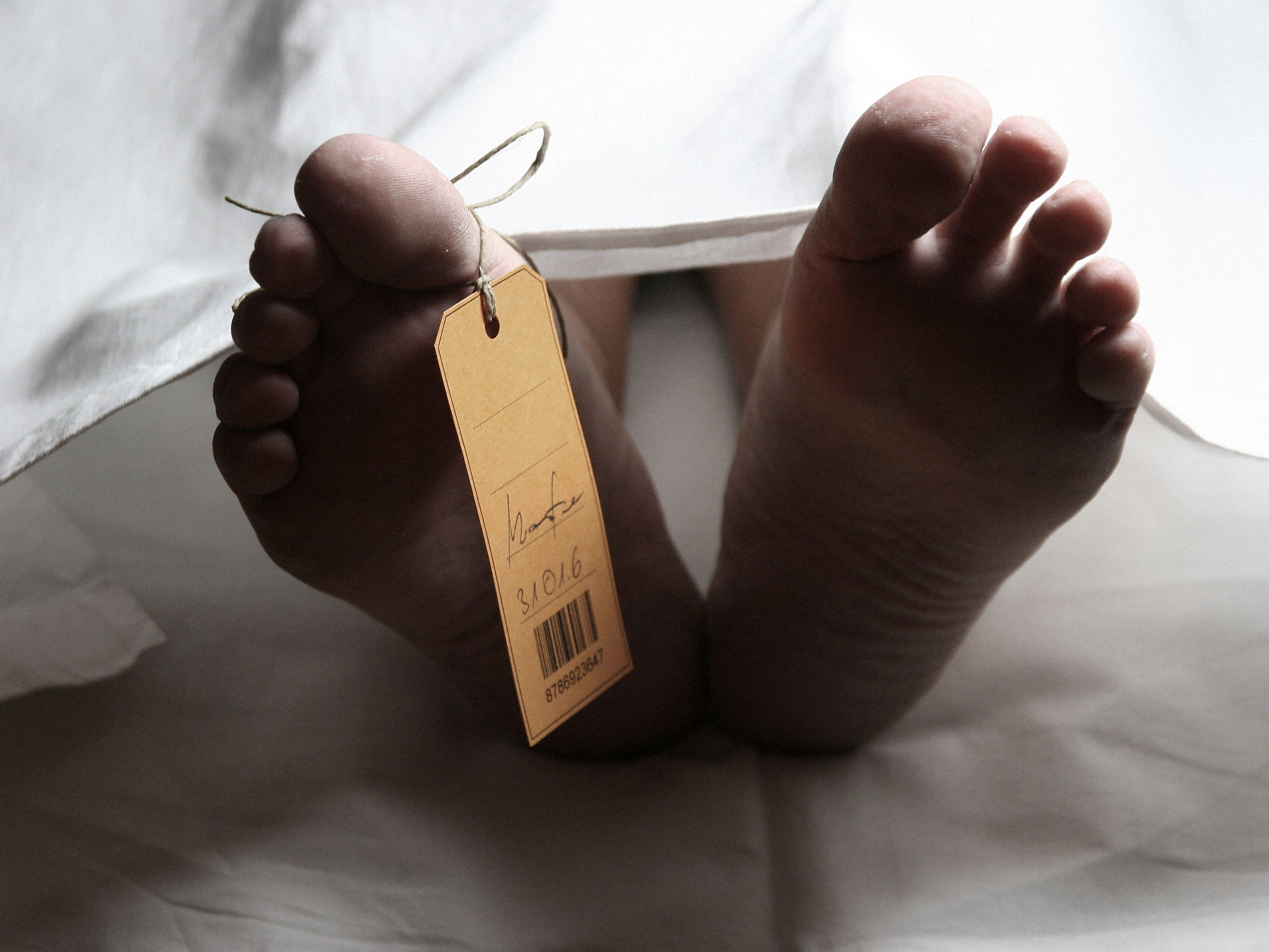 Eine 52-jährige Frau wurde am Montag tot in ihrer Wohnung aufgefunden.
