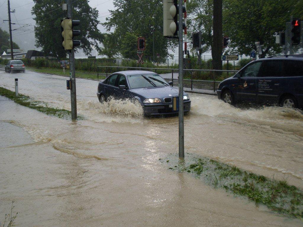 """""""Land unter"""" auf der B190 in Lochau."""