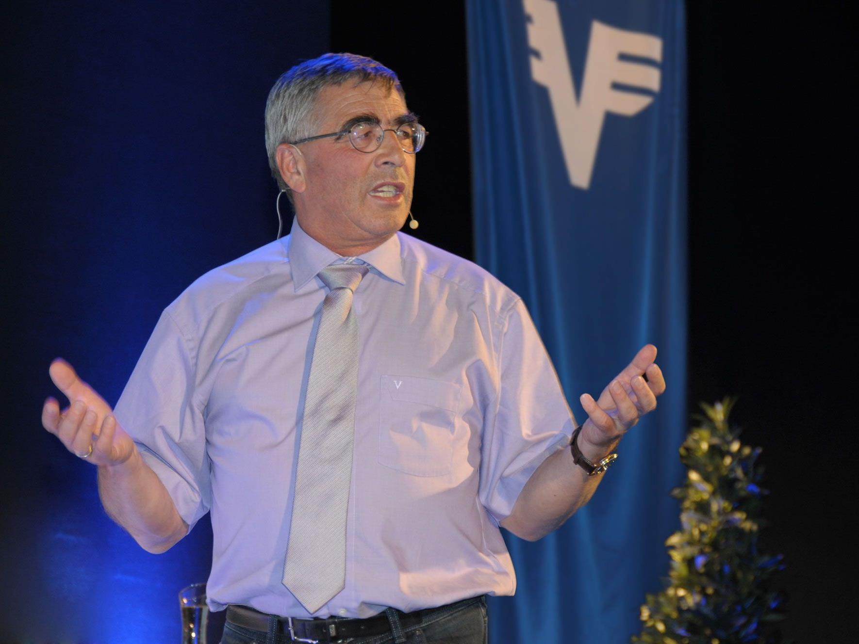 Universitätsprofessor Primarius Mag. DDr. Anton Wicker bei seinem Vortrag