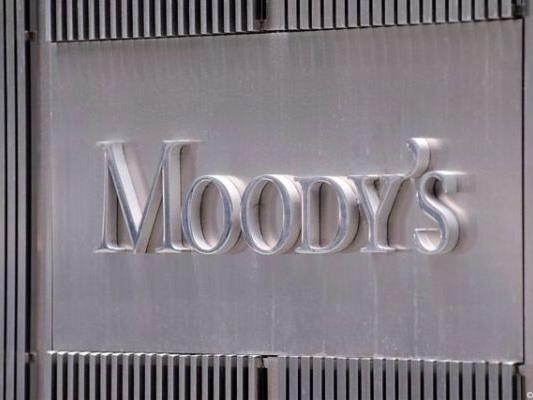 Moody's stufte Spaniens Kreditwürdigkeit fast auf Ramschniveau herab.
