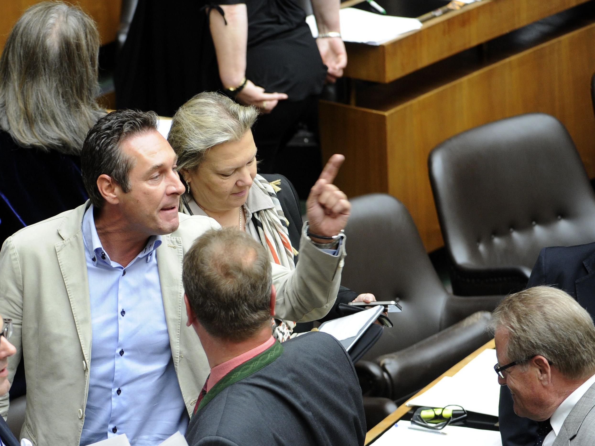 Streit um parlamentarische Einbindung beim ESM .