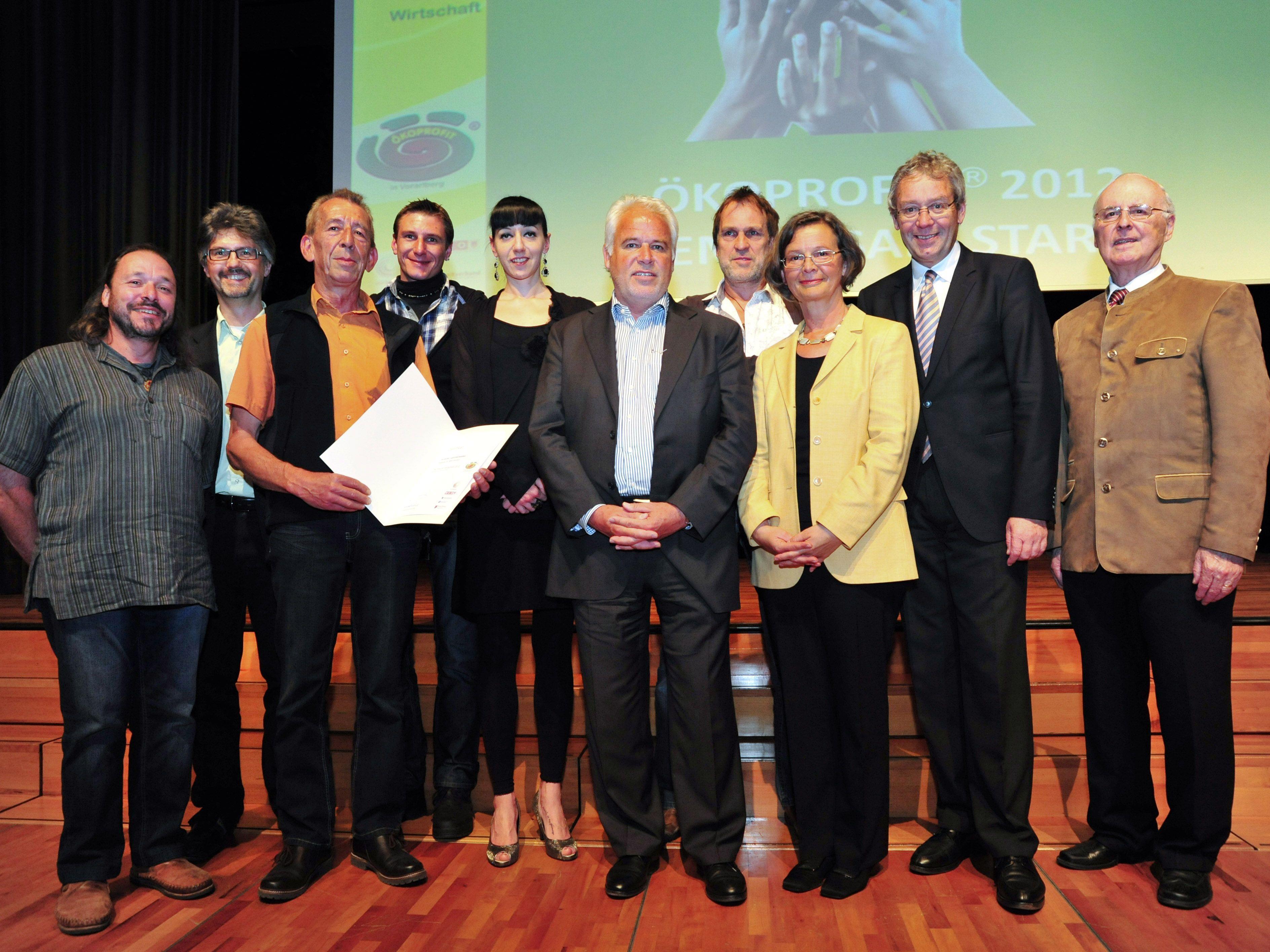 Das Team freut sich über die Zertifizierung des Ökoprofit-Gütesiegels.