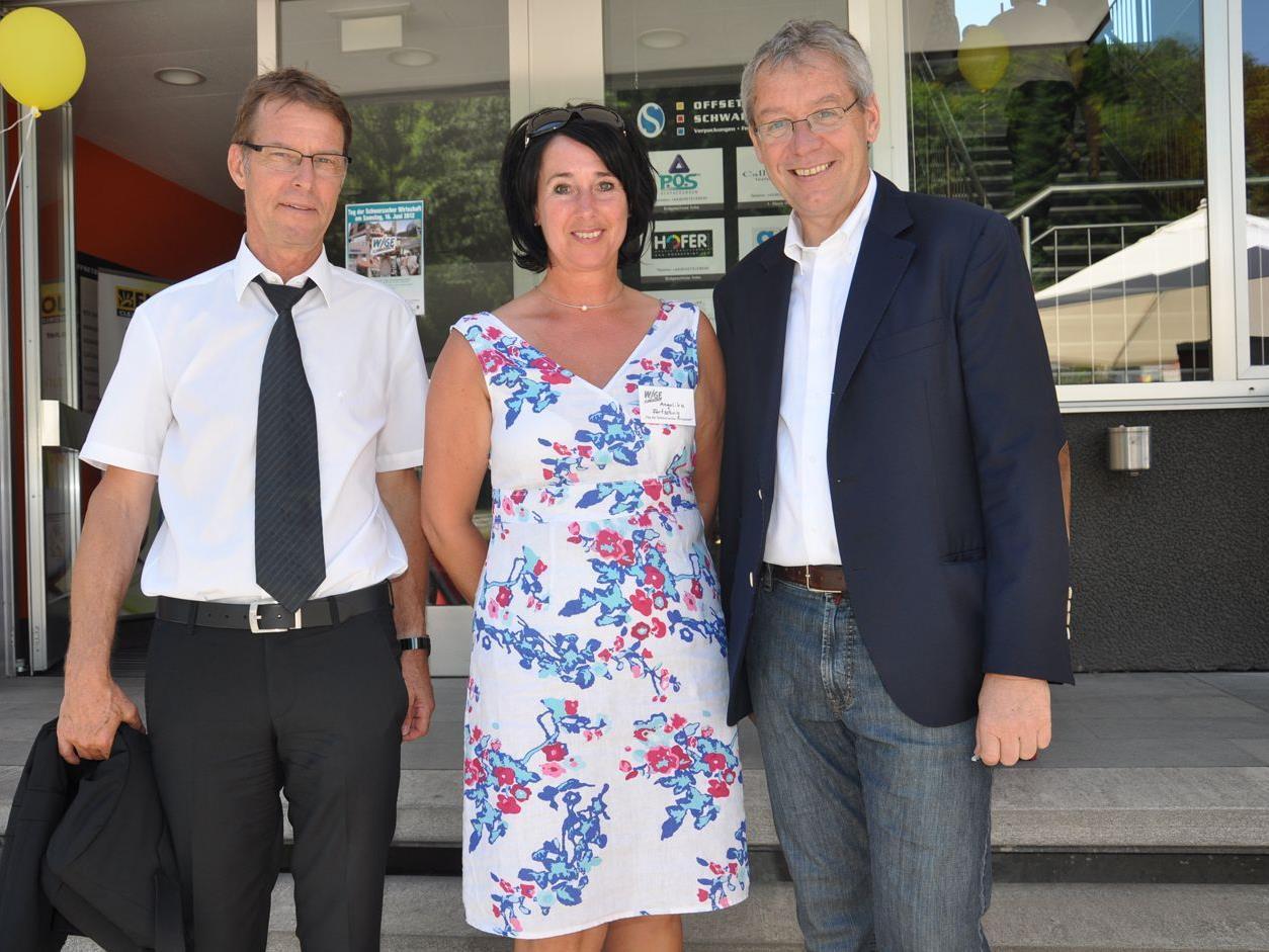 Bürgermeister Manfred Flatz mit Angelika Fertschnig (Call Consult) und LSH Karlheinz Rüdisser.