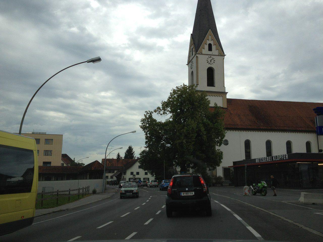 Zähflüssiger Verkehr durch Lauterach am Donnerstag Abend.