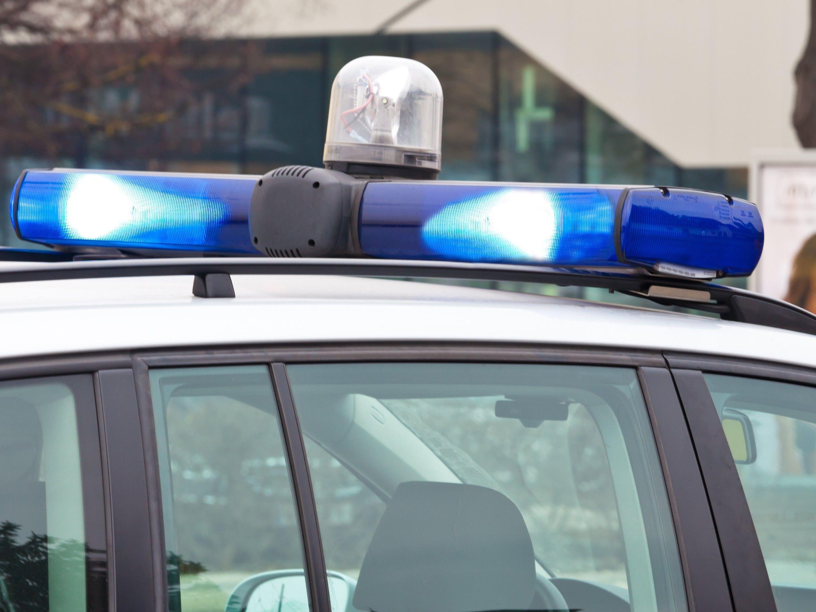 Arbeiter mit Verletzungen ins LKH Bregens gebracht.