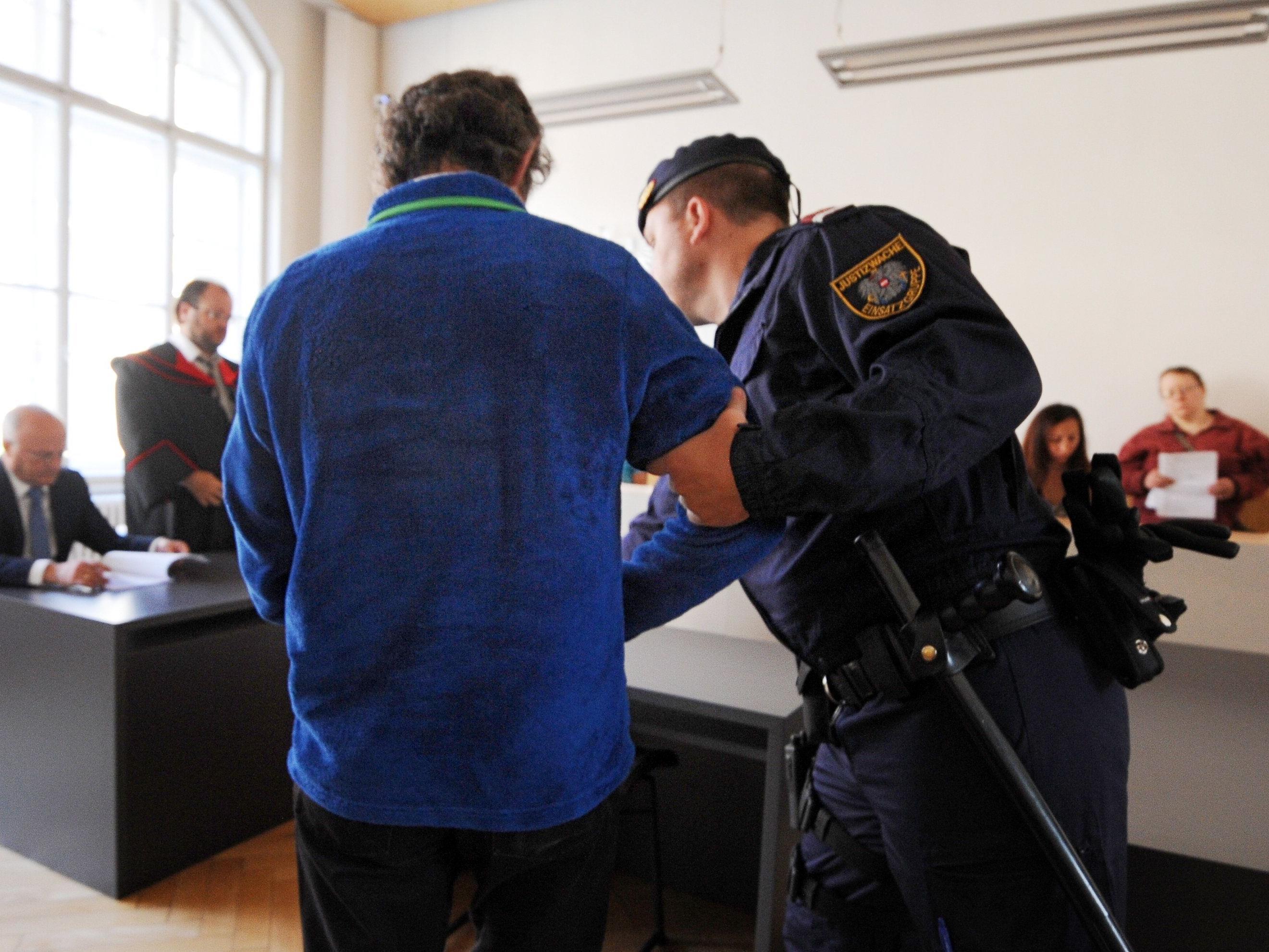 """Inzestprozess in Feldkirch - Angeklagter bestreitet Vorwürfe und spricht von """"Rache""""."""