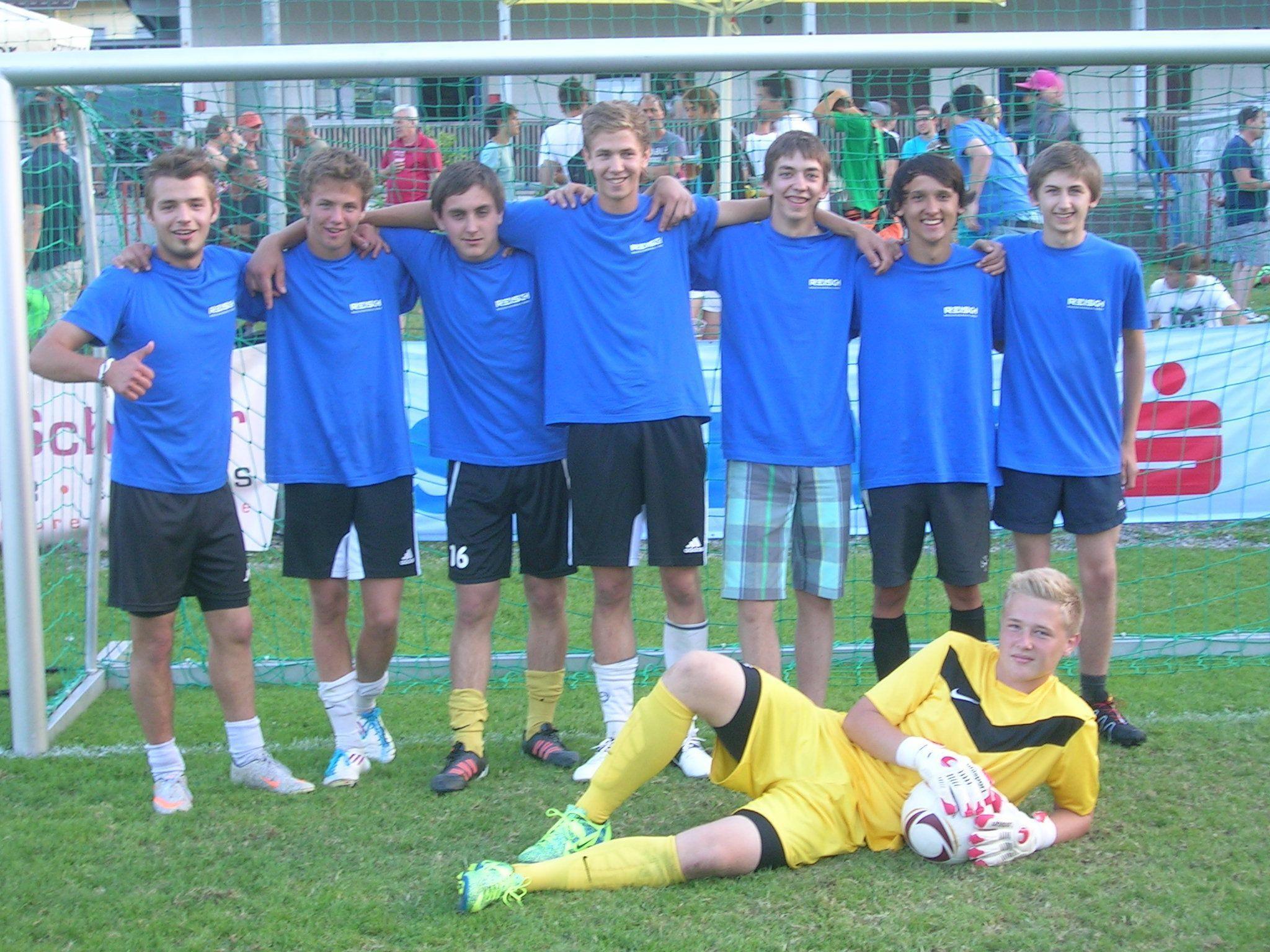 Die Spielgemeinschaft REISCH verteidigte erfolgreich ihren Vorjahressieg im Lehrlings-Fußballwettbewerb in Nenzing.