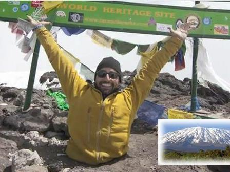 Spencer West hat den 5895 Meter hohen Kilimanjaro bezwungen.