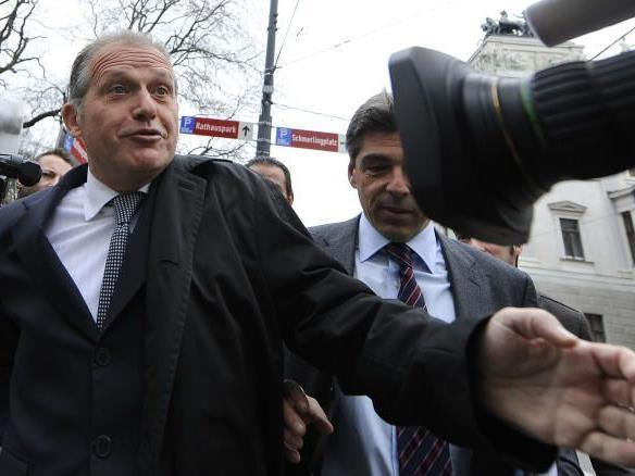 Sollte Strasser wirklich angeklagt werden, drohen ihm bis zu zehn Jahre Haft