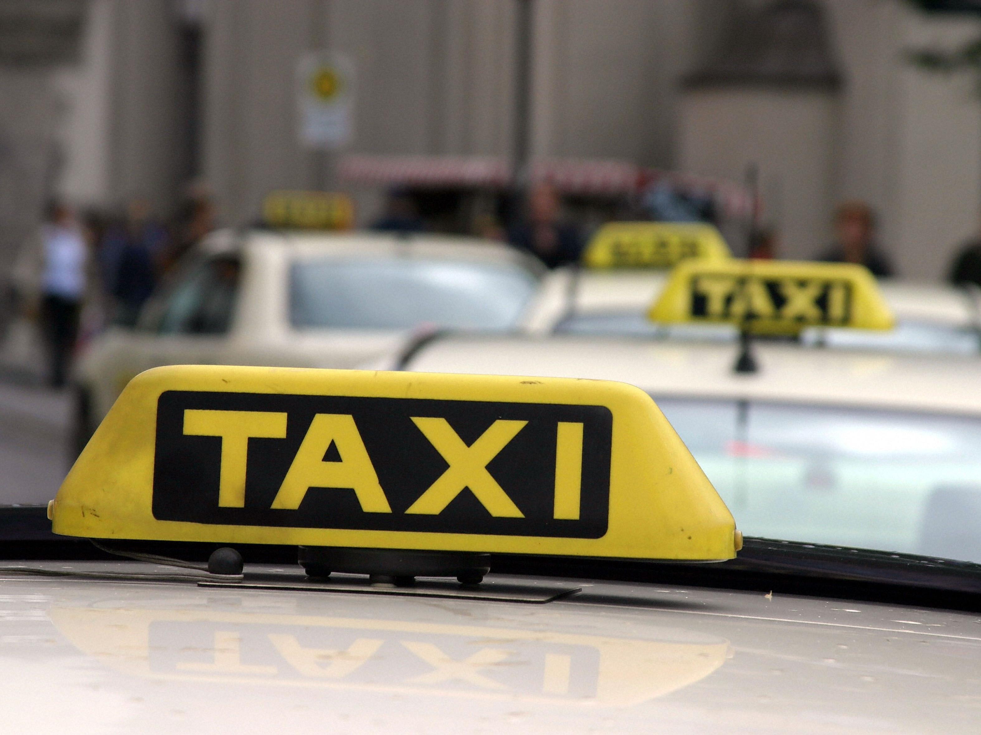 Der Taxifahrer wurde bei der Attacke verletzt.