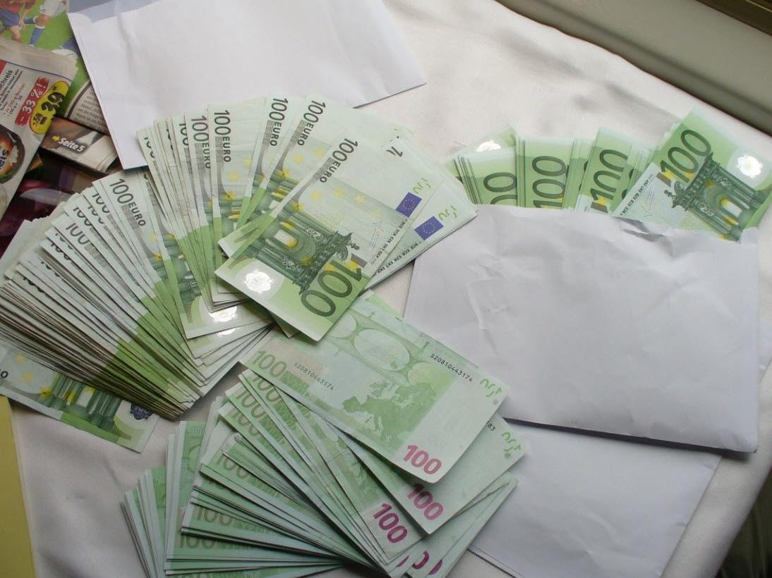 Schmuggler mit 30.000 Euro erwischt.