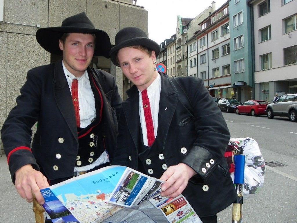Hannes und Mathias auf ihrer Wanderschaft machen Station in Bregenz