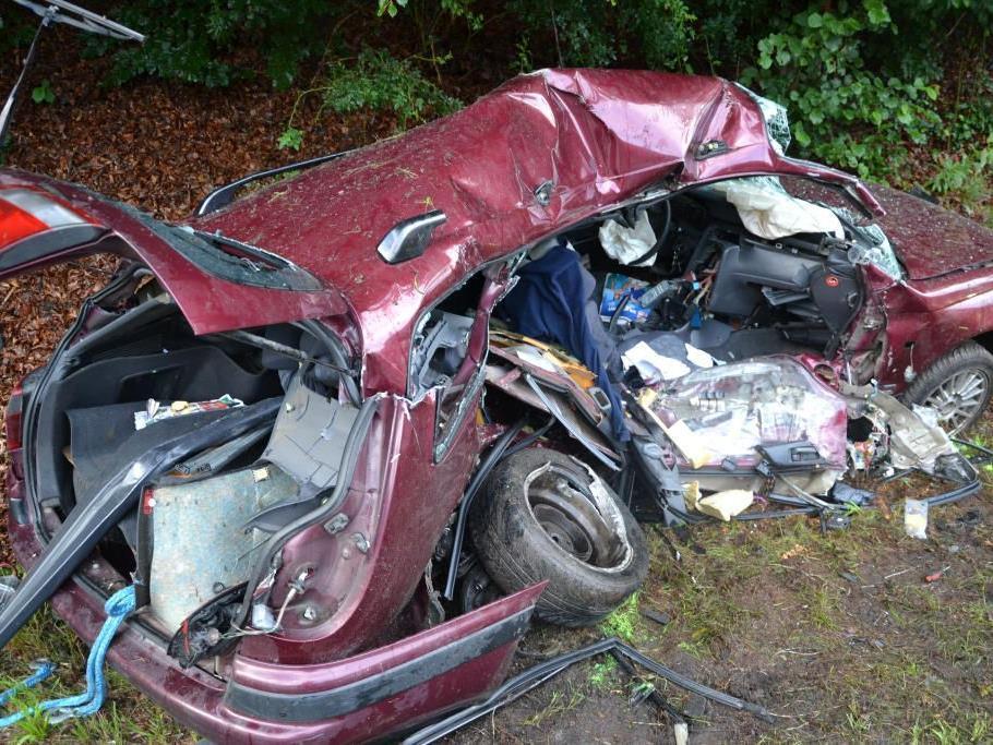 Wiener Neustadt: Tödlicher Verkehrsunfall auf der B55