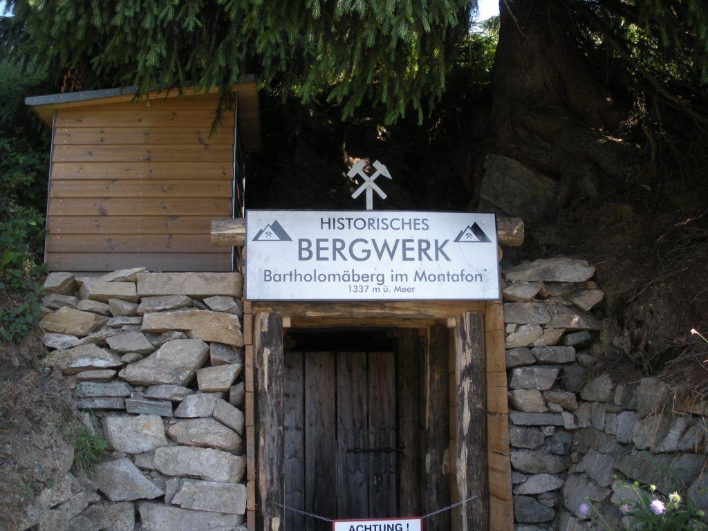 Eingang zum Bergwerk Bartholomäberg