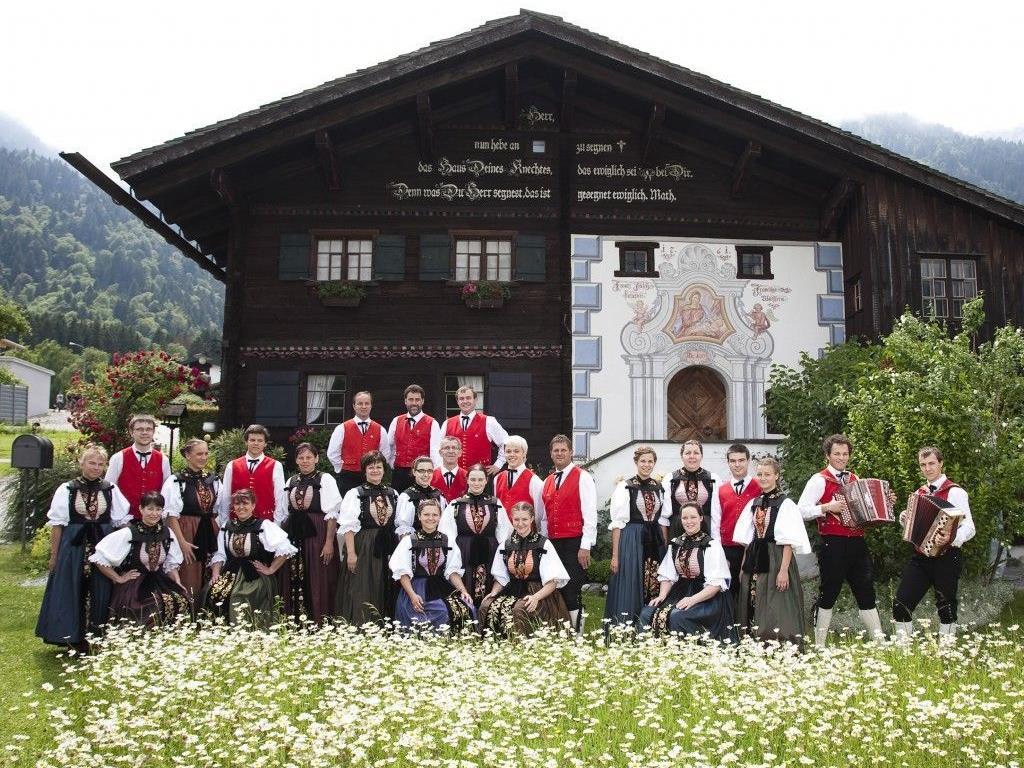 Die Trachtengruppe Vandans unterhält mit einem größtenteils neuen Programm