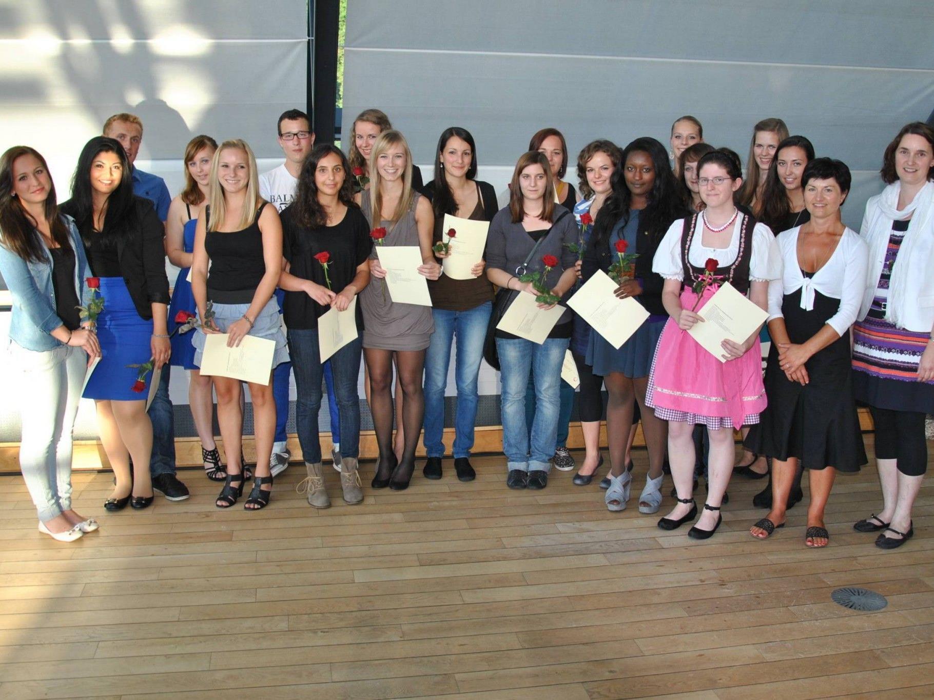 Die jungen Leute erhielten in Götzis die Abschluss-Zertifikate nach ihrem Sozialen Jahr.