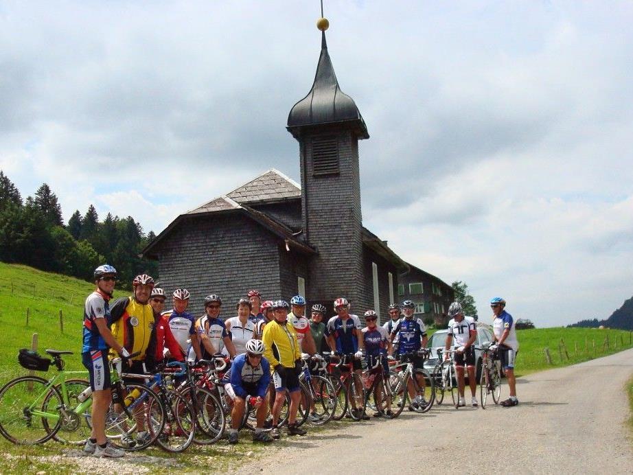 Die Seniorenradler bei der Kapelle im Lecknertal.