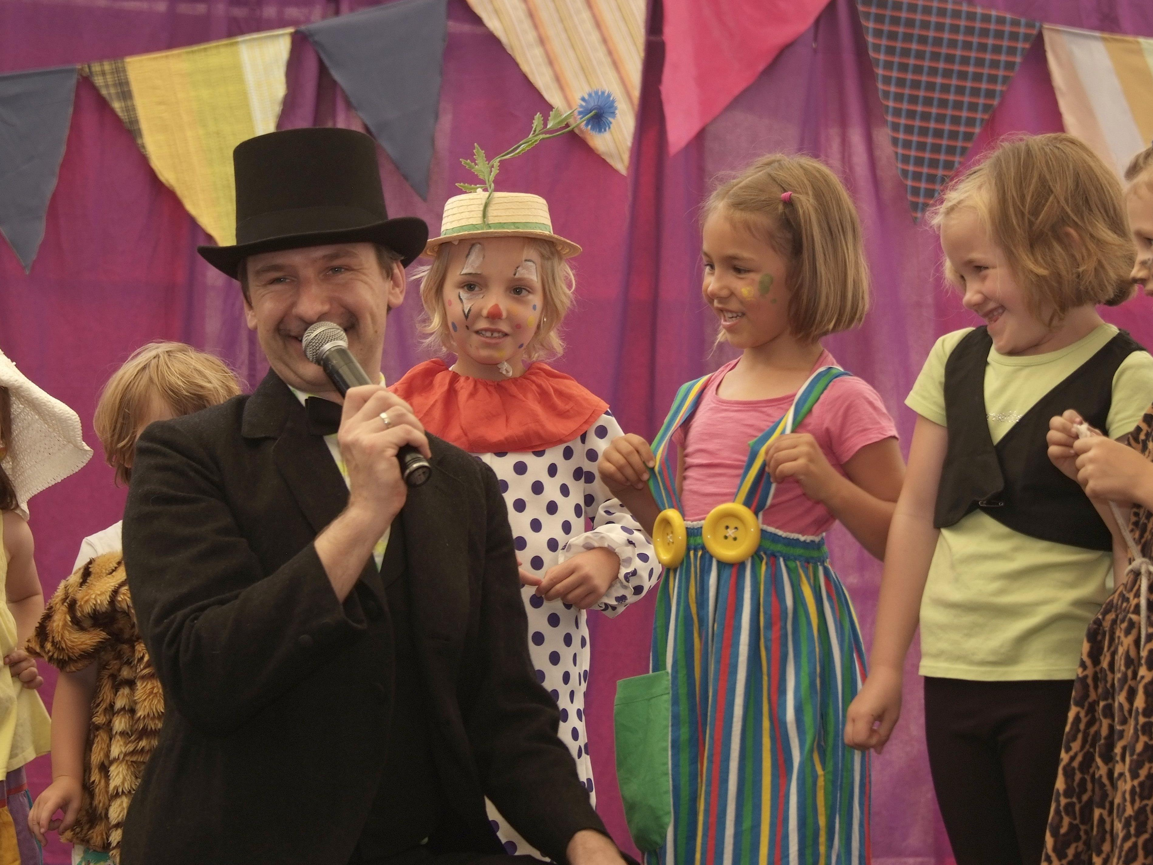 Die Montessori-Kindergärtler machten bei ihrem Auftritt gute Figur.