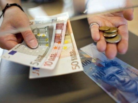 Euro/Franken notiert knapp über Mindestkurs von 1,20