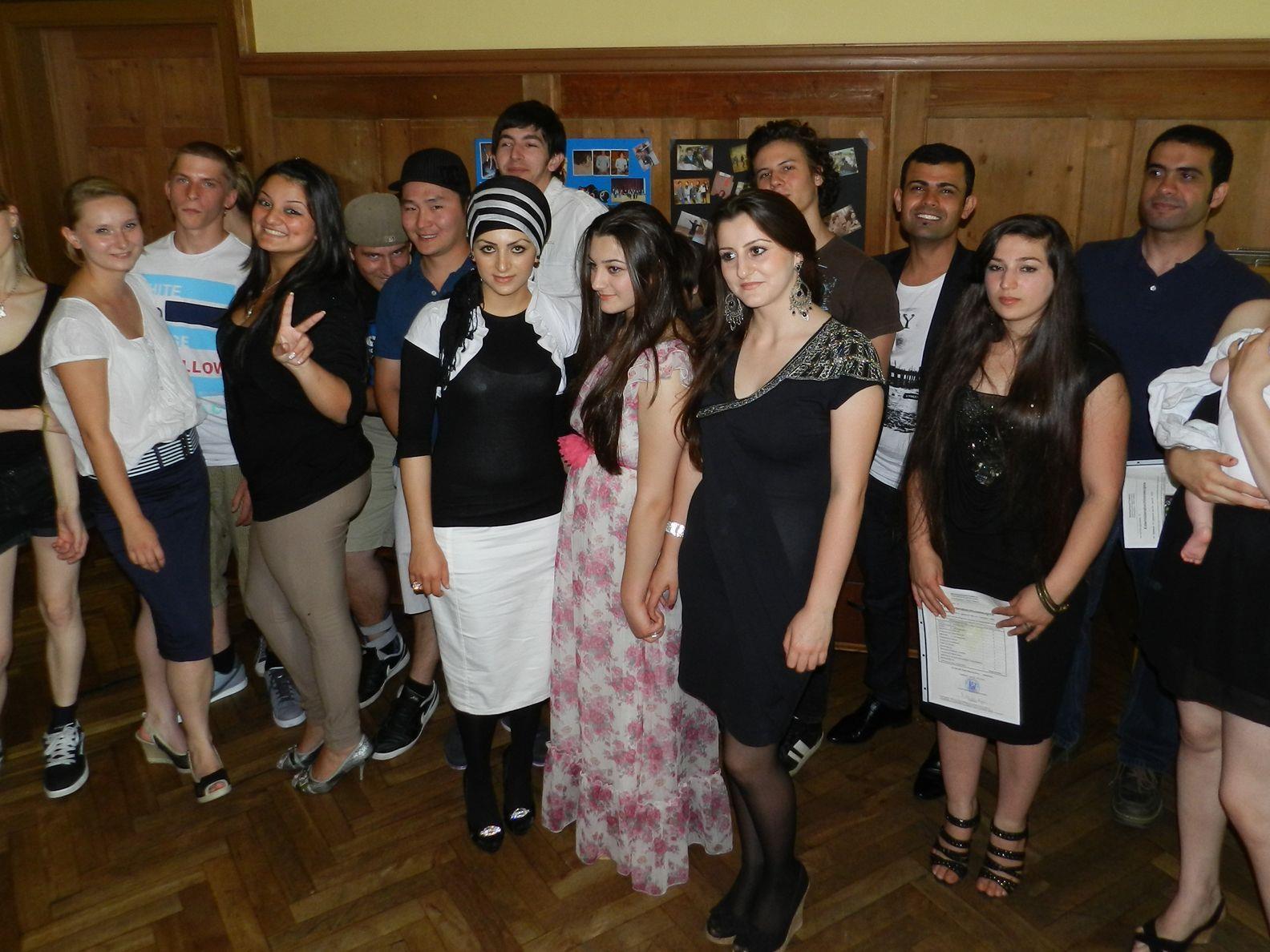 Erfolgreiche Absolventinnen und Absolventen mit Kurspersonal im Sommer 2011