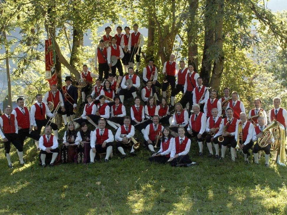 Die Harmoniemusik Vandans umrahmt den Vandanser Gmesmarkt