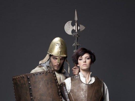 Martialisch ging es auf den Laufstegen des Mittelalters zu