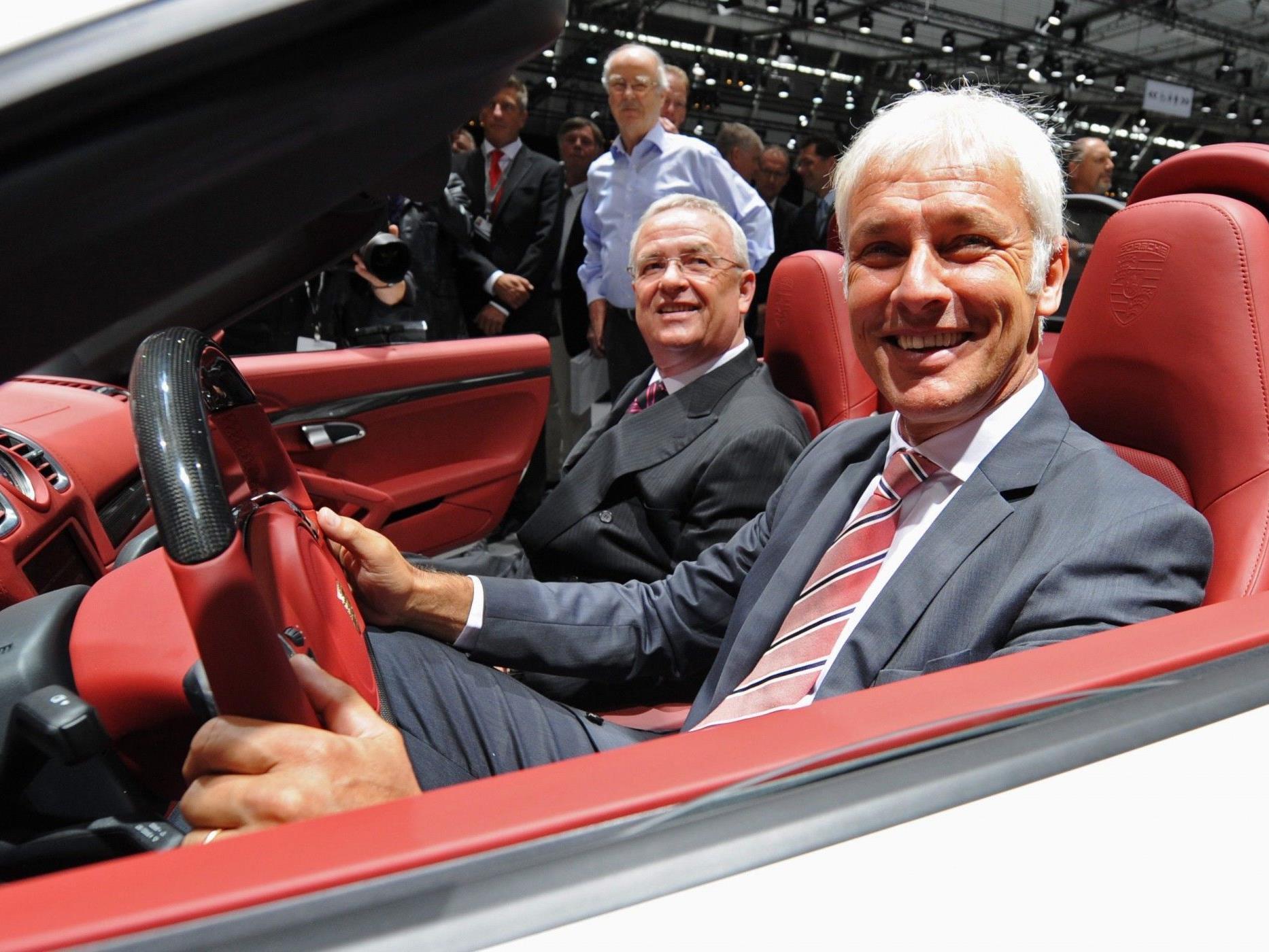 VW-Boss Martin Winterkorn (l) und sein Kollege, Porsche-Chef Matthias Müller.